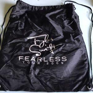 "taylor swift ""fearless tour"" drawstring bag"